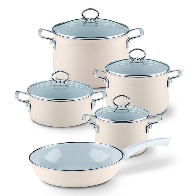 Эмалированные кастрюли для индукционной плиты должны иметь ровное толстое дно.