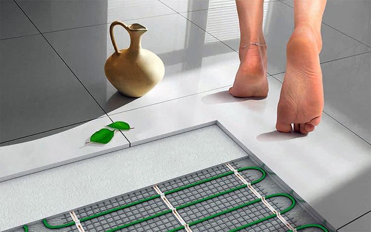 По полу комфортно ходить босыми ногами