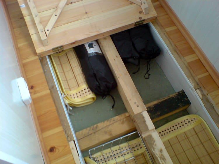 Система хранения различных вещей и овощных запасов под полом