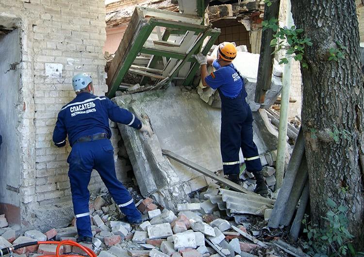 Если есть необходимость срочно ликвидировать последствия какой-то аварии или стихийного бедствия, то рабочие и спасатели могут шуметь и ночью