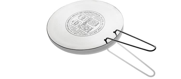 Адаптер поможет индукционной плите разогреть пищу в посуде, не обладающей магнитными свойствами.