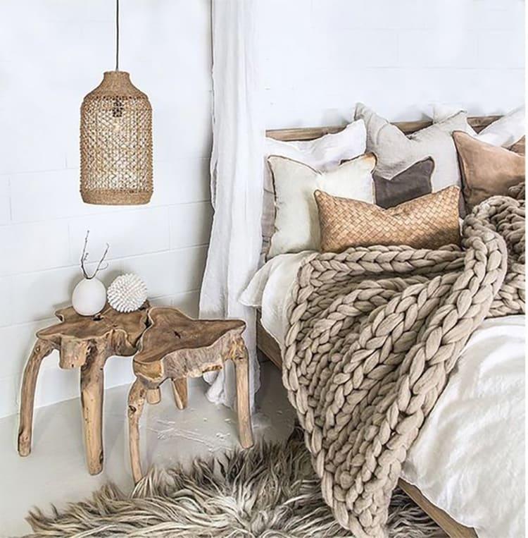 Оригинальные столешницы из «дикого» дерева смотрятся стильно и оригинально