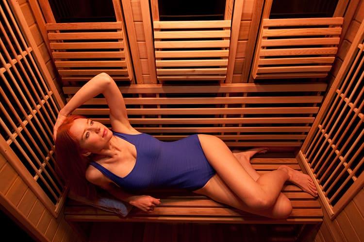 Сауна позволяет оздоровиться и расслабиться после трудового дня