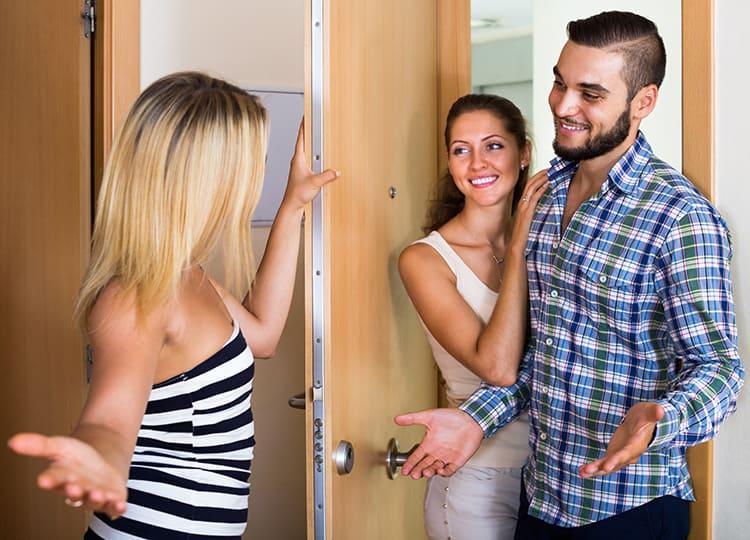 Многие просто не подозревают, что их громкие разговоры и музыка так слышны в соседней квартире