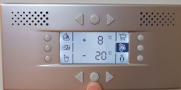 Чем современнее модель, тем проще в итоге с ней работать: на последних моделях есть дисплей, отображающей температурные величины и предоставляется возможность точной регулировки.