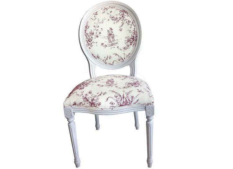 Стулья могут быть с мягкой спинкой и сиденьем, с прекрасным текстилем.