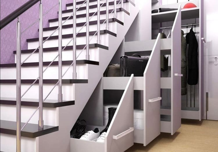 Здесь вы можете сделать удобные стеллажи и расположить все нужные вам вещи.
