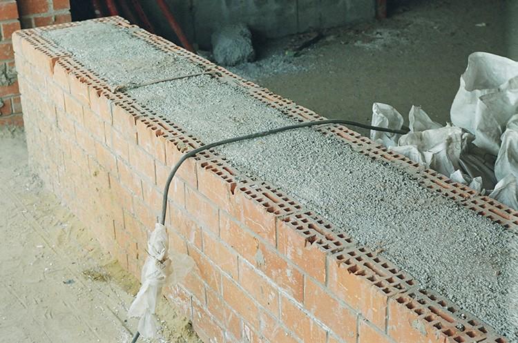 Фундамент из керамзитобетона с несъёмной кирпичной опалубкой очень прочен