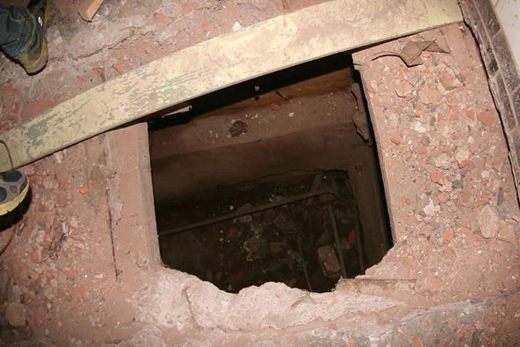 Прорубить в полу балконной плиты проём под лаз