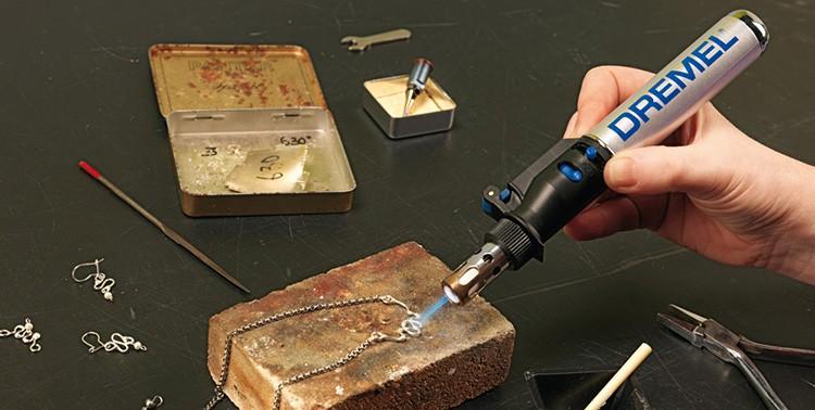 Газовым паяльником можно паять, плавить, выжигать, осуществлять горячую резку и термоусадку