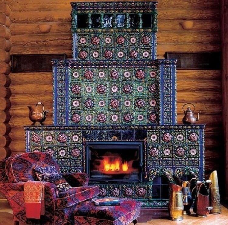Изразцы для камина в старорусском стиле нашла архитектор Любовь Скорина