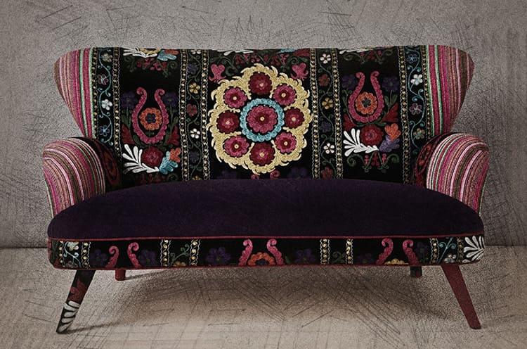 Яркий чехол или оригинальные подушки – всё это может полностью преобразить вашу старую мебель.