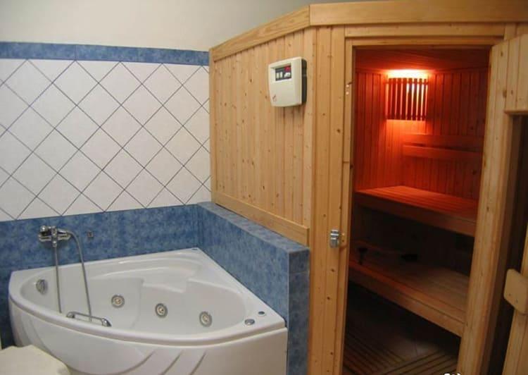 Мини-сауна в городской ванной комнате