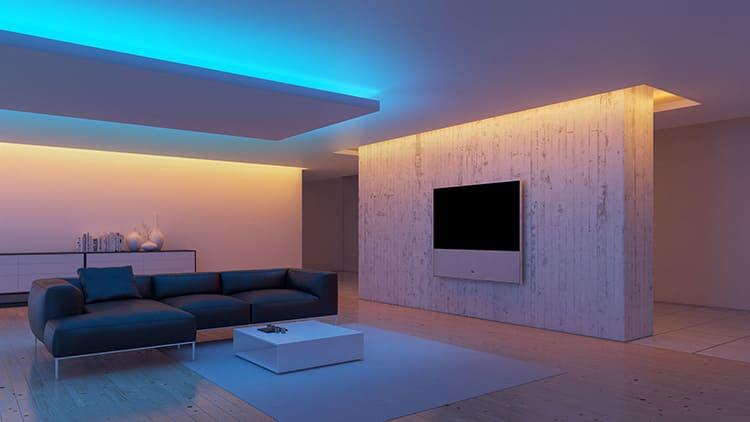 Нередко в белоснежную комнату устанавливают два вида подсветки – на будни и праздники