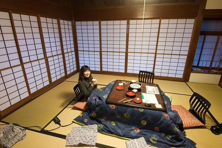 Японский стол «котацу» с обогревом.