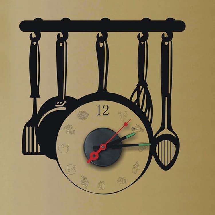 Внешний вид тематических часов может отличаться.