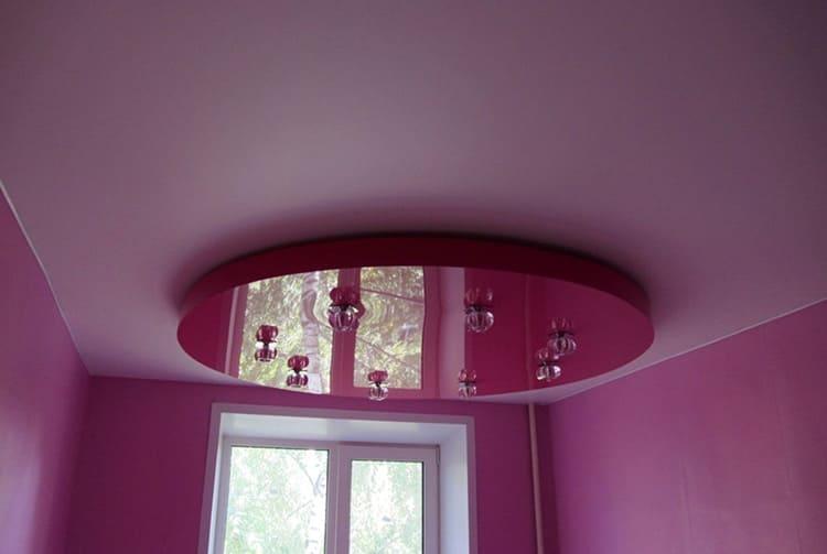 На подиуме часто располагаются осветительные элементы