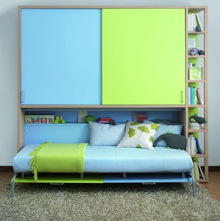 Лёгким движением кровать превращается в шкаф