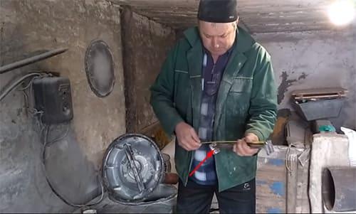 """Готовый комбикорм на """"раз-два"""": лучшие идеи для сборки зернодробилки своими руками"""
