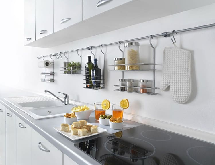 Что такое рейлинги для кухни: обзор вариантов и установка