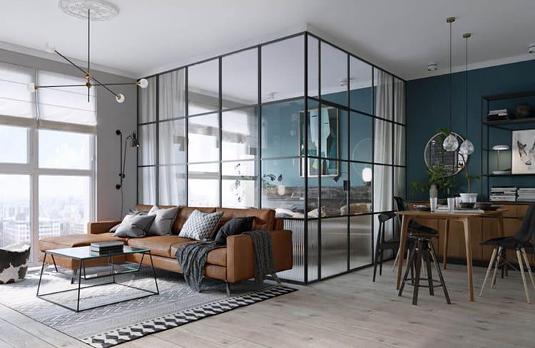 Подчеркнут особенности стиля стеклянные стены и перегородки. Они гармонично вписываются в такой интерьер