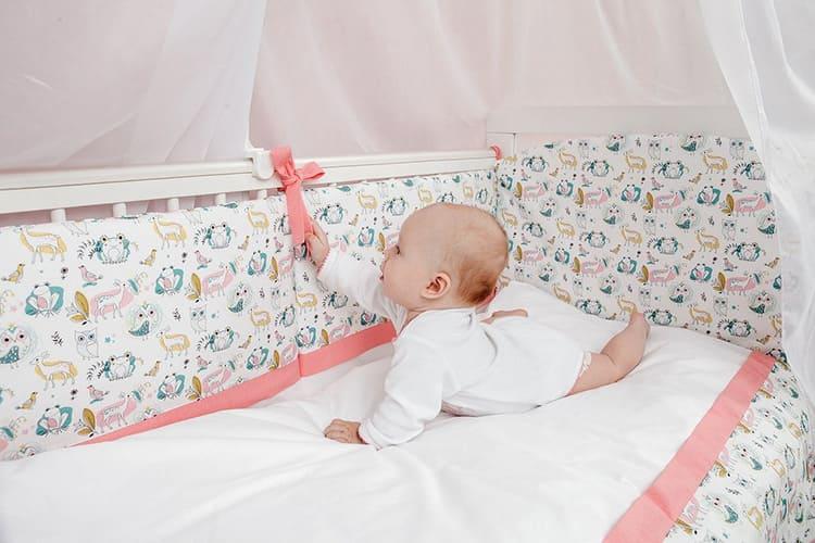 Перкалевое бельё можно дарить даже новорождённым. Дети должны спать на экологически чистом материале, не вызывающем аллергию