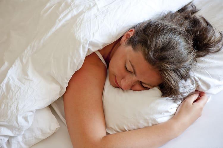 Есть наблюдение, что сон под одеялом из натуральной шерсти нормализует сердечный ритм и кровообращение во всём организме