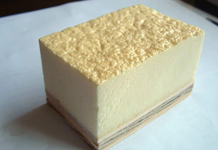 Блок застывшей полиуретановой пены