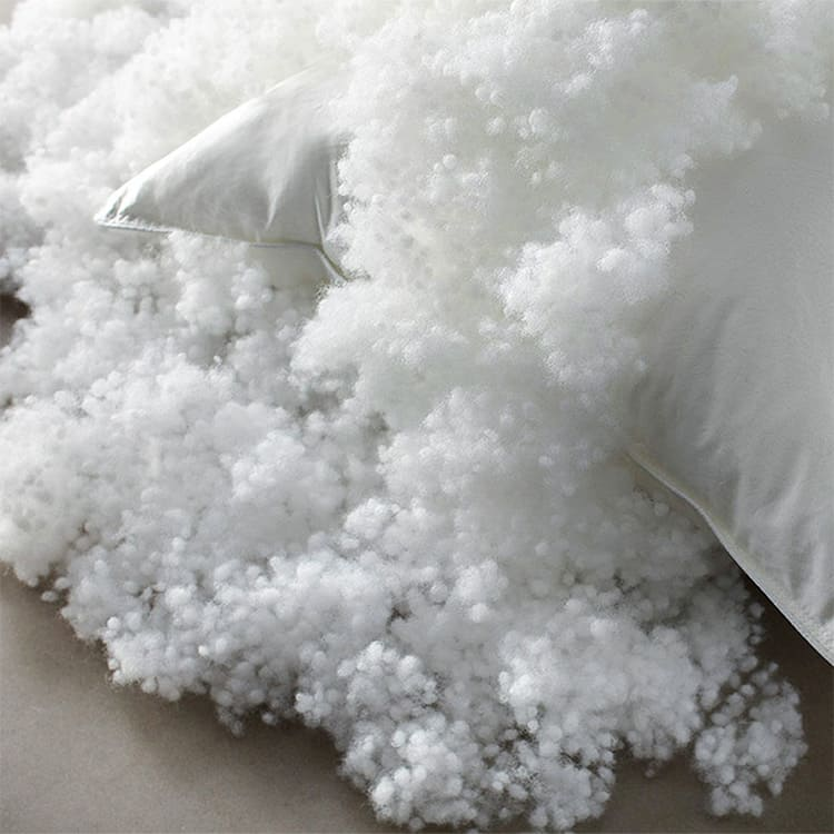 Подушка хорошо держит форму