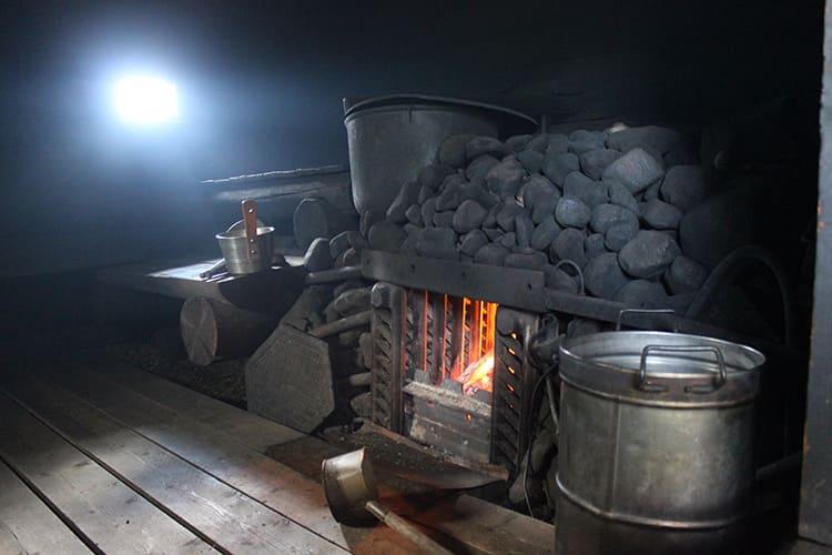 Важно, чтобы камни не впитывали влагу и не лопались от высокой температуры
