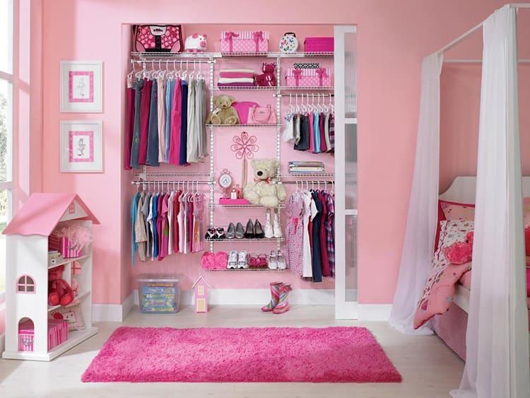 Для модницы постарше обязателен платяной шкаф