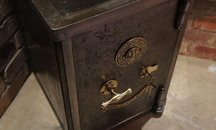 Эксклюзивные сейфы - это хранилища, которые имеют оригинальный дизайн. Его можно подобрать под интерьер дома или квартиры