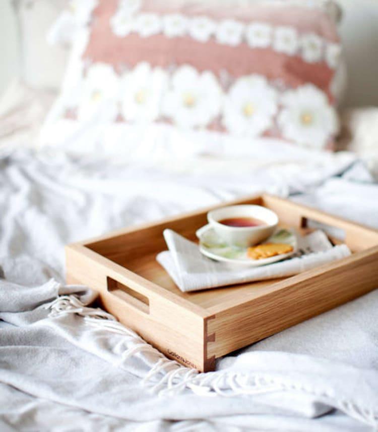 Простейшая конструкция для подачи завтрака в постель