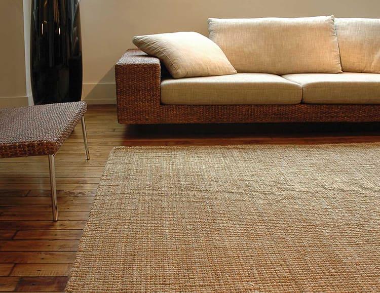 Плетёные коврики очень стильно выглядят в интерьере, особенно с уклоном в экзотику