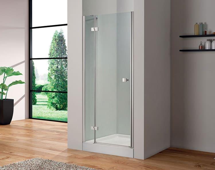 В стеклянной кабинке можно установить готовую стеклянную дверь на петлях