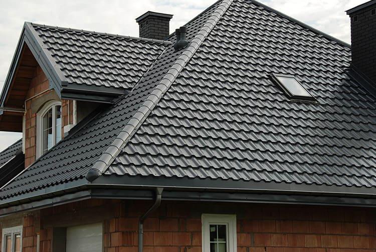 Доборные элементы придают крыше из металлочерепицы законченный внешний вид