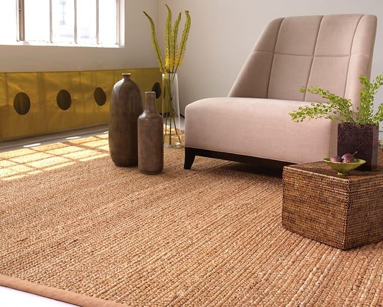 Такие коврики отлично смотрятся в интерьере в стиле кантри и идеально гармонируют с мебелью из дерева