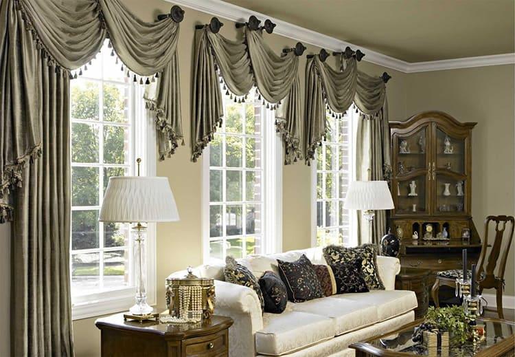 Нежелательно, чтобы шторы сливались со стенами, они должны быть на тон светлее или темнее