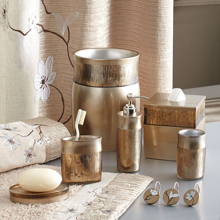 Металл не так часто встречается в наборах, но и такие изделия можно встретить в продаже