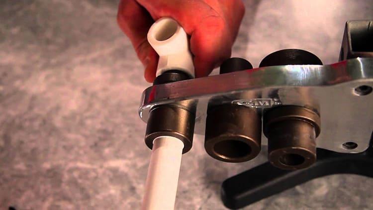 Выбор паяльника продиктован существующей потребностью в соединении полипропиленовых труб определённого диаметра