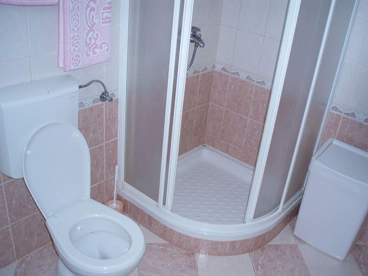 Душевая кабина вместо ванной освободит часть пространства