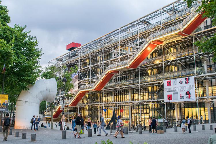 Центр Помпиду в Париже – яркий пример хай-тека в архитектуре