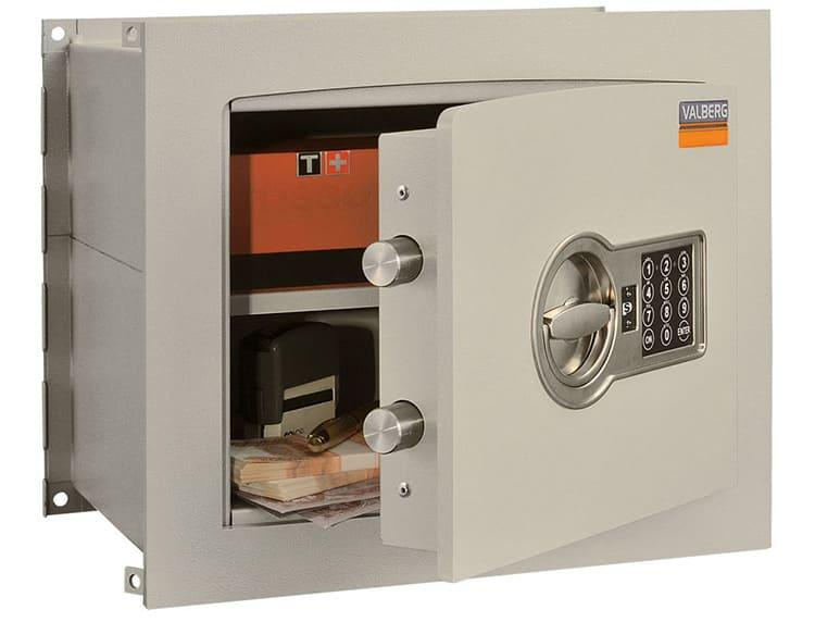 Лёгкие сейфы рекомендуют прикручивать к полу или стене сквозь специальные отверстия внутри