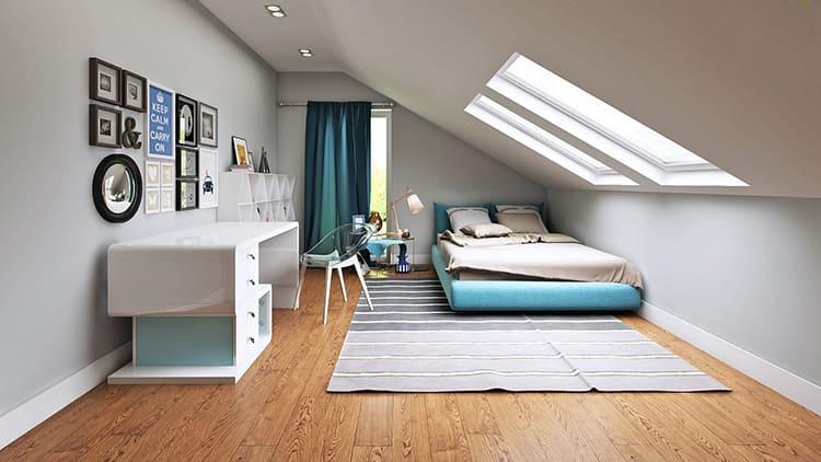 Стены и потолки мансарды специально закладывают с надёжным слоем теплоизоляции