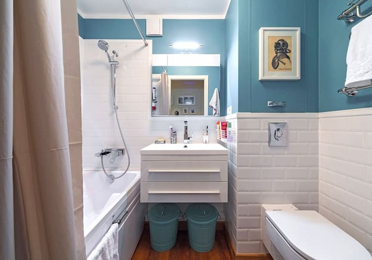 Маленькая ванная комната может быть такой же удобной и функциональной, как и большая