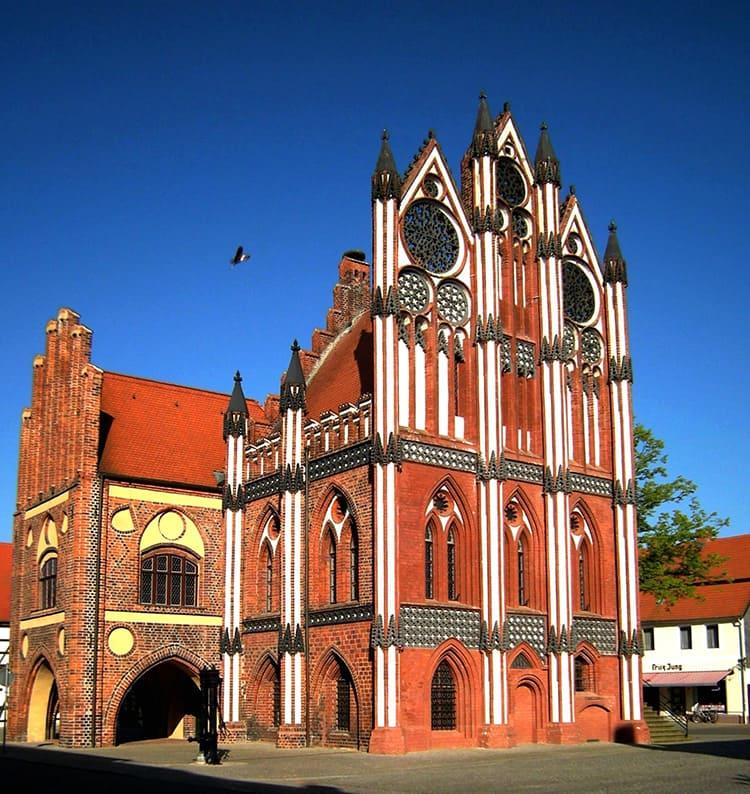 Украшение северной Германии - ратуша в Тангермюнде, построена в 1430 году