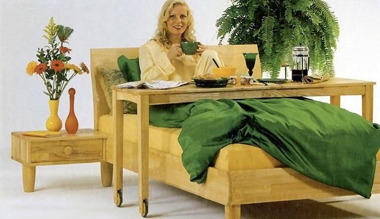 В России только недавно столики для завтрака в постели перестали быть атрибутом роскоши