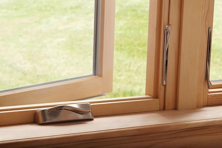 За деревянной поверхностью надо правильно ухаживать