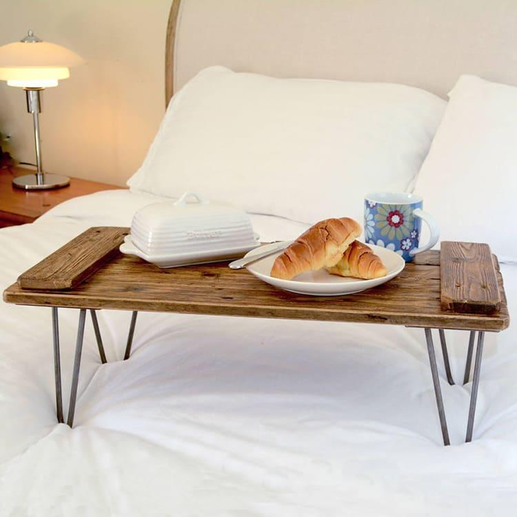 Прямое использование столика для сервировки завтрака в постели