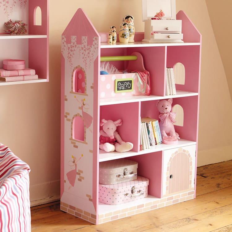 А для хранения первых кукол лучше предусмотреть удобные стеллажи и корзины